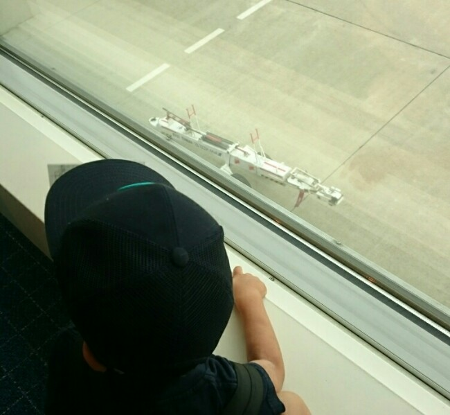 飛行場で働く自動車観察